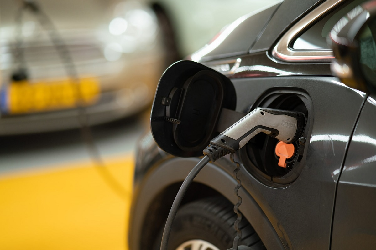 EV Growth to Present Challenges, Opportunities for Recycling Lithium-Ion Batteries